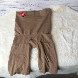 Spanx Assets Size Small Nude Briefs